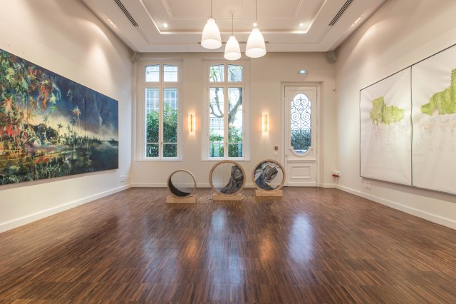 Villa Emerige. Vue exposition Voyageurs - © Adrien Daste